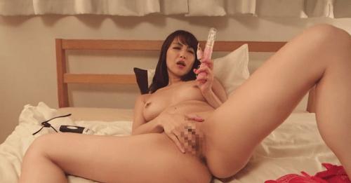 おもちゃを使う広瀬奈々美(堀口奈津美)さん