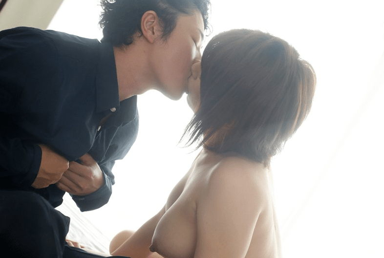 ムータン×芦川芽衣 キスシーン