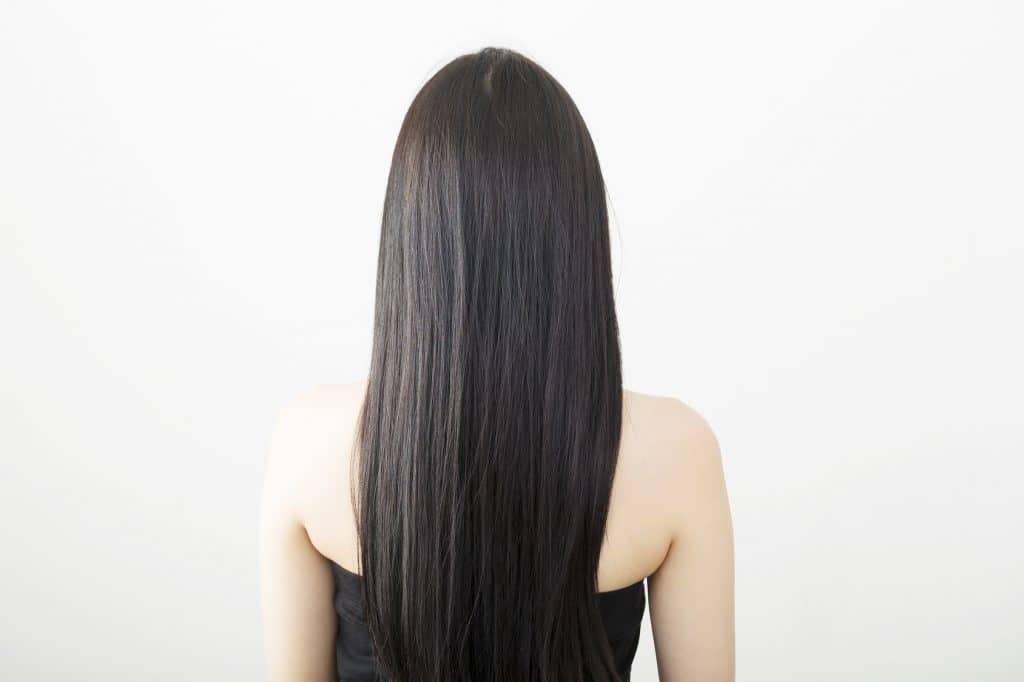 黒髪 ロングヘアーの女性 後姿