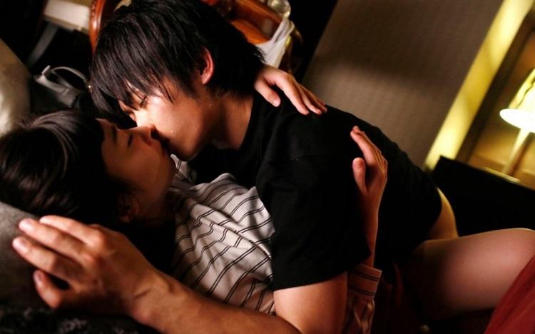 『Midnight Egoists』北野翔さんと一ノ瀬恋さんの着衣セックスシーン