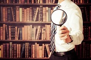 研究する男性